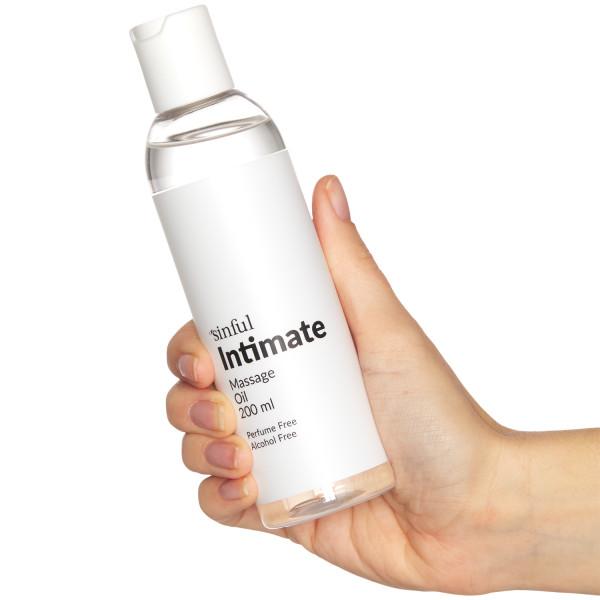 Sinful Intim Massageolja 200 ml produkt i hand 50