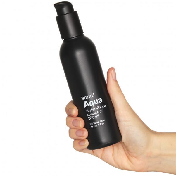 Sinful Aqua Vattenbaserat Glidmedel 200 ml produkt i hand 50
