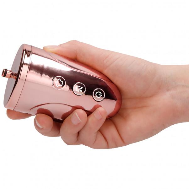 Shots Pumped Uppladdningsbar Vaginapump produkt i hand 3